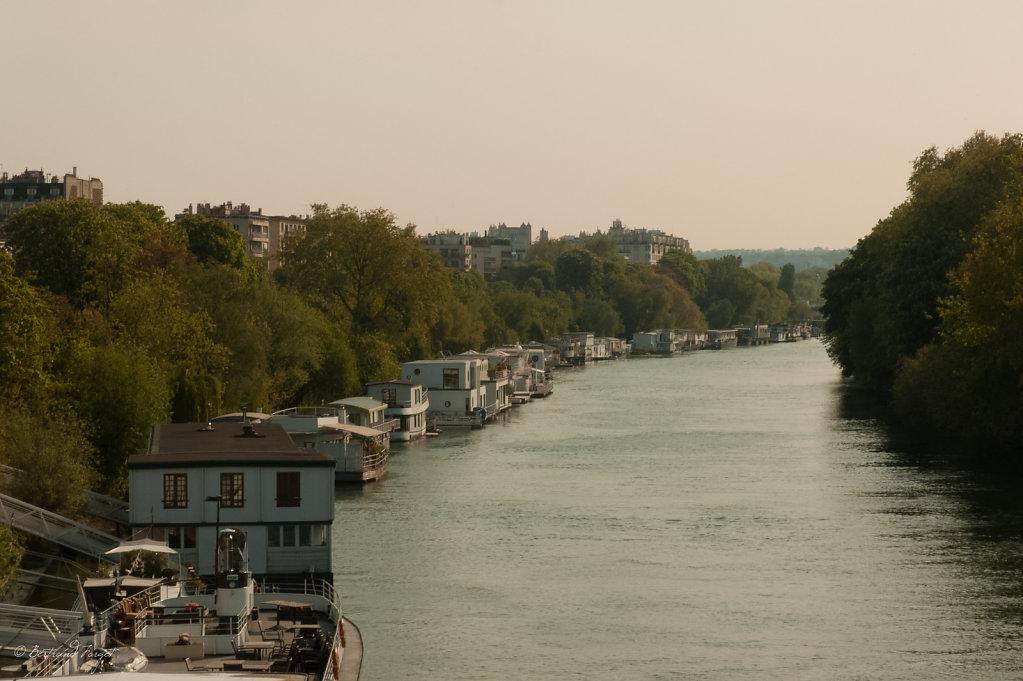 photo ile de puteaux et péniches côté Neuilly sur Seine
