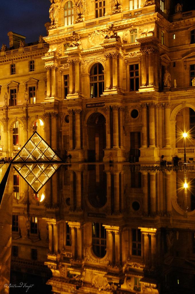 La petite pyramide du Louvre