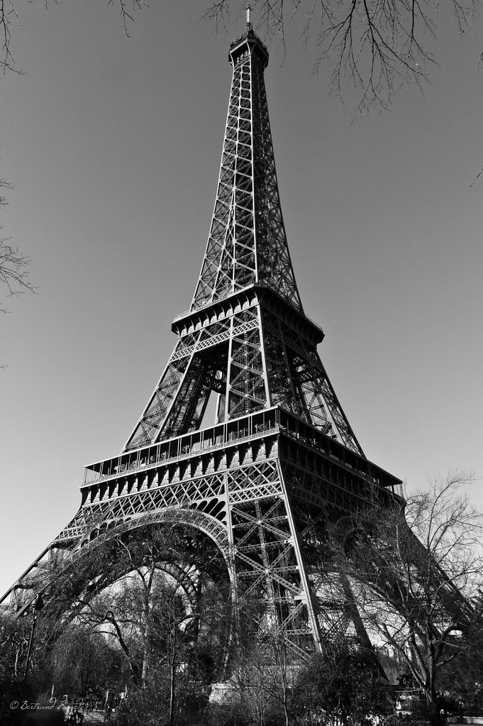 photos-paris-tour-eiffel-noir-blanc.jpg